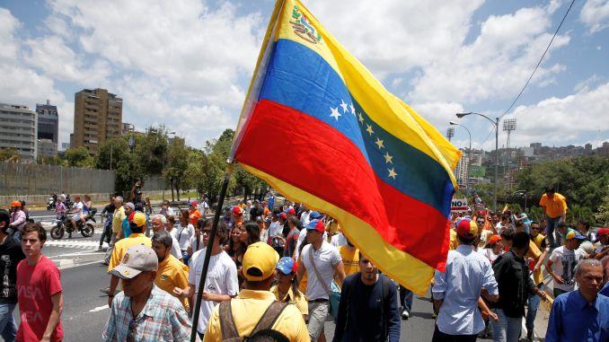 venezuela_protest_flag001-e1491425661760